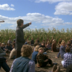 Una scena da Grano rosso sangue (Children of the corn), film horror del 1984